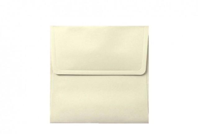 Davetiye zarfları maksimum 3 iş günü içerisinde kargoya verilmektedir.